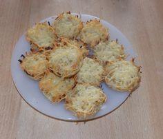 Dimanche, pour accompagner la fondue bourguignone j' ai préparé des muffins de pommes de terre C' est rapide , on peut même les cuisiner la veille et les réchauffer Muffins de Pommes de Terre Préparation 20 mn Cuisson 25 mn Ingrédients pour 12 muffins...
