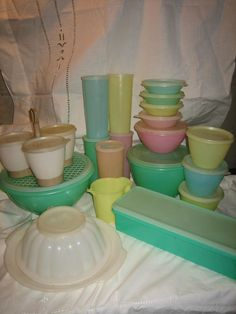 We had all of these Tupperware items in our home. The long celery storage box with drainage tray to keep it crisp; and the grater-top bowl (both green). There was also a lettuce bowl with a drainage tray. Vintage Dishes, Vintage Toys, Retro Vintage, Vintage Classics, Vintage Kitchenware, Vintage Stuff, Vintage Tupperware, My Childhood Memories, Sweet Memories