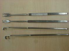 Retractores de senn (manual): ganchos de diversos tamaños.
