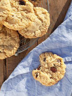 Världens godaste havrekakor Fun Cookies, Cake Cookies, Brownie Cookies, Cookies Vegan, Summer Desserts, No Bake Desserts, Healthy Chocolate Zucchini Bread, Breakfast Basket, Whipped Shortbread Cookies