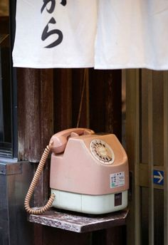 Back in to public phones in various colors were popular. Different colors were for different uses. A phone for local call, phne for credit cards/phone cards & phones for long distance. Kyoto, Showa Period, Vintage Phones, Nihon, Japanese Culture, Japanese Style, Pretty In Pink, Retro Vintage, Public