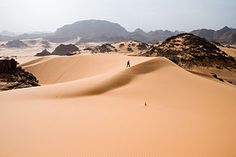 Sahara Desert is growing and has grown from 1920 till today. The main factor is the climate change! So, let's see why the Sahara Desert is growing. Egypt Travel, Africa Travel, Belize, Le Sahara, Deserts Of The World, Desert Tour, Les Continents, Green Landscape, Morocco