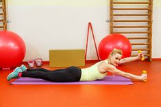 Chcela by si zvodné ruky a ramená? Tieto cviky na ruky a ramená s vlastnou váhou Ti vytvarujú dokonalé krivky. Skús toto cvičenie doma a dosiahni svoj cieľ. Gym Equipment, Exercise, Ejercicio, Tone It Up, Work Outs, Workout Equipment, Physical Exercise, Exercise Equipment, Training Equipment