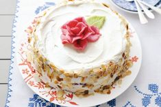 Slagroomtaart met roos - Recept - Allerhande