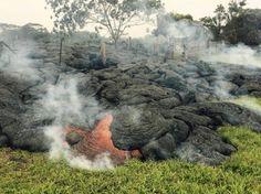 Erupción del volcán Kilauea (Hawaii) 2014 http://ultimahora.es/mallorca/noticias/internacional/2014/136624/rio-lava-del-volcan-kilauea-hawai-amenaza-zona-residencial.html