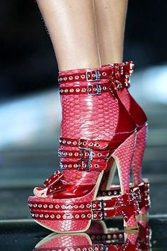 Celebrities who wear, use, or own Christian Dior Fall 2003 RTW Maxibow Booties. Also discover the movies, TV shows, and events associated with Christian Dior Fall 2003 RTW Maxibow Booties. Sexy Boots, Sexy Heels, Shoes Heels, Pumps, Hot Shoes, Stilettos, Christian Dior, John Galliano, Crazy Shoes