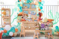 Festa fundo do mar: 75 inspirações e tutoriais para fazer a sua Baby Tea, Baby Life Hacks, Mermaid Diy, Under The Sea Party, Baby Shark, Baby Party, First Birthdays, Baby Shower, Surfing