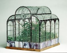 from a site called the terrarium museum This is also known as a Wardian case. Named after some Victorian guy who realised that you could keep plants alive long enough to transport in these glass cases. Terrarium Diy, Large Glass Terrarium, Terrarium Reptile, How To Make Terrariums, Miniature Greenhouse, Diy Greenhouse, Victorian Terrariums, Wooden Greenhouses, Paludarium