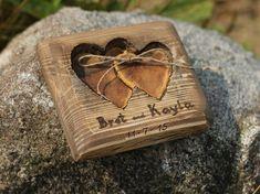 Rustikale Holz Träger Ringkissen mit zwei Herzen für rustikale