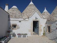Pure Puglia - Trullo degli Aromi - Self Catering with Private stone Pool esterno sedute bancali