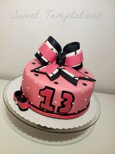 Cheerleader bow cake - Cheer bow birthday cake for a cheerleader! Cake is filled with vanillasponge and creamcheese with tangerines. Bow is made from fondant and gumpaste.