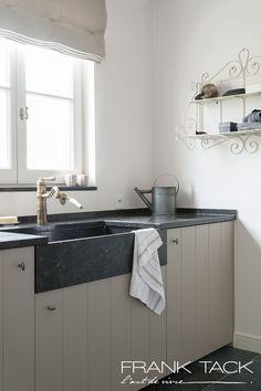 Kitchen Dinning Room, New Kitchen, Kitchen Decor, Küchen Design, House Design, Farmhouse Laundry Room, Kitchen Cabinets, Kitchen Appliances, Kitchen Styling