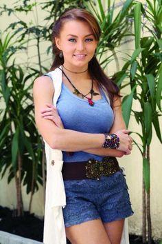 La guapa Angelique Boyer luciendo brazalete Jenny Rabell Compra accesorios Jenny Rabell aquí: http://jennyrabelltienda.com/
