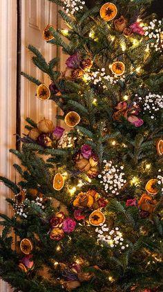 Christmas Time Is Here, Christmas Mood, Merry Little Christmas, Christmas Crafts, Homemade Christmas, Elegant Christmas, Minimal Christmas, Christmas Bedroom, Simple Christmas