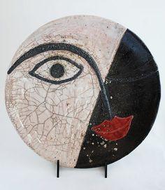 Piatto della serie volti  in ceramica raku di VvArtCo su Etsy