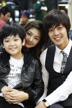 Playful Kiss <3 Kim Hyun Joong as Baek Seung Jo <3  Jung So Min as Oh Ha Ni <3 Choi Won Hong as  Baek Eun Jo