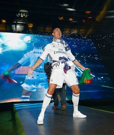 Latest photos of Cristiano Ronaldo Fotos Real Madrid, Real Madrid Cr7, Real Madrid Captain, Cristiano Ronaldo Junior, Cristano Ronaldo, Antoine Griezmann, Manchester United, Cr7 Vs Messi, Neymar Jr Wallpapers