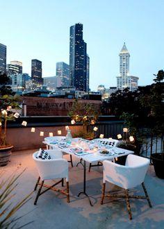 La guirlande pour un esprit bohème / Fairy lights on a rooftop - Marie Claire Maison