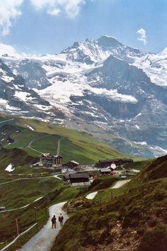 vacuidad:  Kleine Scheidegg train station, view of the Jungfrau. Switzerland.