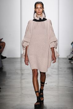 Parsons MFA Spring 2016 Ready-to-Wear Fashion Show Simply Fashion, High Fashion, Fashion Show, Fashion Design, Fashion Wear, Runway Fashion, Womens Fashion, 2016 Fashion Trends, Mode Inspiration