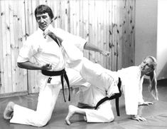 Best Martial Arts, Martial Arts Women, Tang Soo Do, Female Martial Artists, Karate Girl, Sports Pictures, Aikido, Taekwondo, Poses