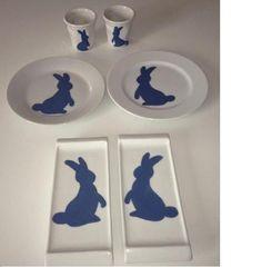 Peinture sur porcelaine, les lapins  et pleins d'autres DIY sur  : http://bridgetetcarrie.overblog.com/