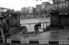 1962 girona La ciutat de Girona després de les inundacions provocades pel desbordament del riu Onyar i el riu Güell. Un tram del carrer del Carme afectat per les inundacions
