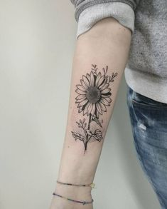 Celebrate the Beauty of Nature with these Inspirational Sunflower Tattoos - KickAss Things - most beautiful sunflower tattoo designs the internet has ever seen. Sunflower Tattoo Sleeve, Sunflower Tattoo Shoulder, Sunflower Tattoo Small, Sunflower Tattoos, Sunflower Tattoo Design, Shoulder Tattoo, Trendy Tattoos, Cute Tattoos, Body Art Tattoos