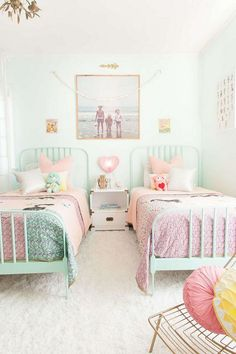 42 Fascinating Shared Kids Room Design Ideas - Planning a kid's bedroom design can be a lot of fun. It can also be a daunting task as you tackle the issue of storage and making things easy to clean. Small Room Bedroom, Bedroom Colors, Bedroom Decor, Bedroom Ideas, Bedroom Lighting, Small Rooms, Wall Decor, Nursery Ideas, Small Beds