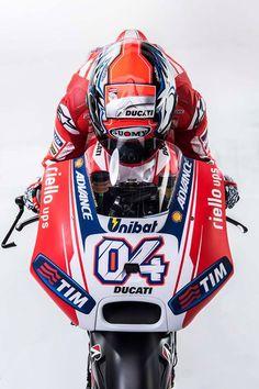 Sexy e aggressiva: le prime immagini della Ducati fotogallery Motorcycle Racers, Racing Motorcycles, Motorcycle Jacket, Biker, Ducati Motogp, Gp Moto, Sportbikes, Pilot, Helmet