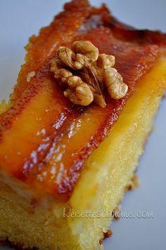 """à découper en parts individuelles ou en petits carrés pour un plateau """"mignardises"""" Un succulent gâteau à base de bananes caramélisées et noix de coco, avec une texture ultra moelleuse... un petit concentré de saveurs tropicales! Pour un gâteau de 8 parts..."""