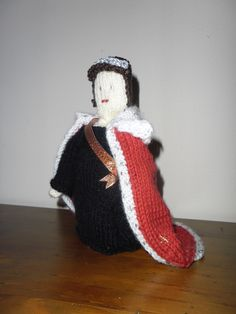 knitted version of Queen juliana of the Netherlands in her coronationdress