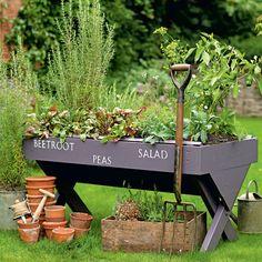 Easy Diy Garden Projects You'll Love Diy Herb Garden, Edible Garden, Garden Planters, Garden Table, Outdoor Planters, Smart Garden, Porch Garden, Herbs Garden, Green Garden