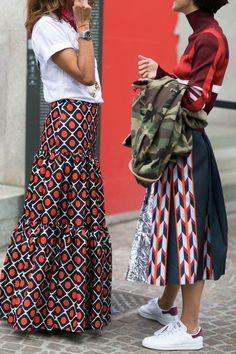It's all about a bold print at Milan Fashion Week - Street Style. Modest Fashion, Love Fashion, Fashion Looks, Womens Fashion, Fashion Prints, Fashion Clothes, Fashion Photo, Mode Style, Style Me