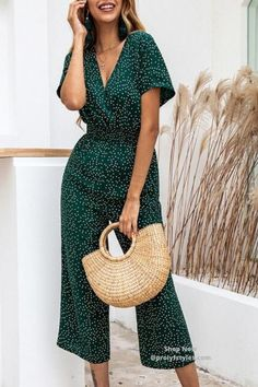 Check women's Jumpsuit Casual Print V-neck Pocket Wide Leg Loose Romper online from the wide selection in Missfoxshop, latest style & great quality, take the perfect style for yourself at an affordable price now! Jumpsuit Casual, Yellow Jumpsuit, Elegant Jumpsuit, Jumpsuit Outfit, Short Jumpsuit, Jumpsuits For Women Classy, Long Jumpsuits, Playsuits, Casual Work Attire