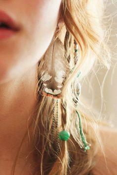 Gorgeous Feather Earrings #feather #earring http://www.loveitsomuch.com/