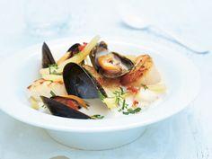 Fiskesuppe med blåskjell, torsk og kamskjell