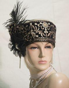 But lose the feather Flapper Hat, Flapper Style, 1920s Style, 1920s Flapper, 1920s Hats, 1920s Men, Fascinator Hats, Fascinators, Headpieces