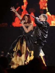 I seen them in 2010, amazing live performance. Can't wait for the monster tour. I love live music and I love RiRi