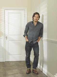 Jack Porter Smiles in Revenge Season 2 Promo Photo