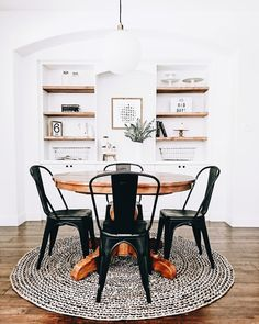 Kitchen decor. Light and natural woods. Metal chairs in black.