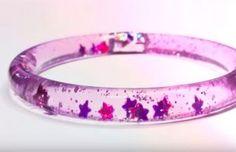 Créez ce bracelet galaxie super brillant pour avoir un accessoire unique