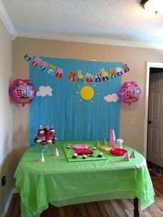 3 jewels Elsa Birthday Party, 4th Birthday Parties, Birthday Diy, Birthday Ideas, Fiestas Peppa Pig, Cumple Peppa Pig, Peppa Pig Birthday Decorations, Pig Birthday Cakes, Pig Party