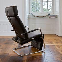 Relaxfauteuil Spina - IP Design Met de hand verstelbare rugleuning en hoofdsteun. Leverbaar in 2 maten, in stof of leder. Onderstel RVS of kunststof. Te koop bij: http://www.eurlingsinterieurs.nl/ https://www.facebook.com/eurlingsinterieurs