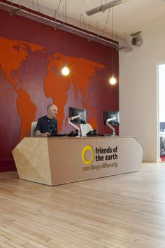 How about a cardboard reception desk? Friends of the Earth setting the trend for an eco-friendly, collaborative workplace. Designed by Peldon Rose. #officedesign #ecofriendly