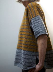 Ravelry: Tweedy--Stripey pattern by Leslie Weber. Love this free pattern! Would use Clever Camel for yarn Vogue Knitting, Free Knitting, Knitting Sweaters, Ropa Free People, Knitting Patterns, Ravelry Free Patterns, Stitch Patterns, Pullover Designs, Knitting Tutorials