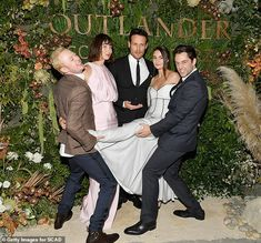 NEW HQ Pics of The Cast of Outlander at the Red Carpet Premiere of Season 4 Outlander Funny, Outlander Season 4, Sam Heughan Outlander, Outlander Casting, Outlander Tv Series, Outlander Interviews, Glasgow Girls, Fangirl, Richard Rankin