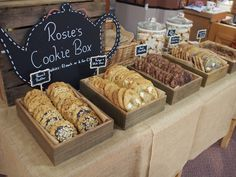 baked goods booth ideas for farmers market Cookie Display, Bakery Display, Catering Display, Display Boxes, Buffet Dessert, Dessert Bars, Dessert Tables, Cookie Buffet, Boutique Patisserie