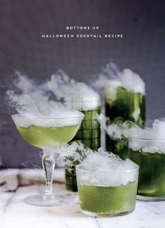 Bottoms Up! How to make batch cocktails for Halloween (that look cool and spooky and stuff). Click through for the recipe. #halloween #halloweenrecipe #halloweencocktails #spookycocktails #halloweendiy Spooky Halloween, Diy Halloween Costumes, Halloween Treats, Halloween Party, Halloween Makeup, Halloween Decorations, Low Carb Burger, Halloween Cocktails, Michael Myers