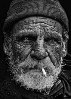 The traces of Old Man Portrait, Portrait Art, Black And White Portraits, Black And White Photography, Old Man Face, Old Faces, Man Photography, Braut Make-up, Face Expressions
